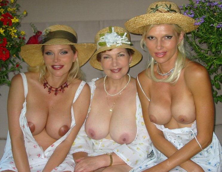 Trzy nagie starsze panienki