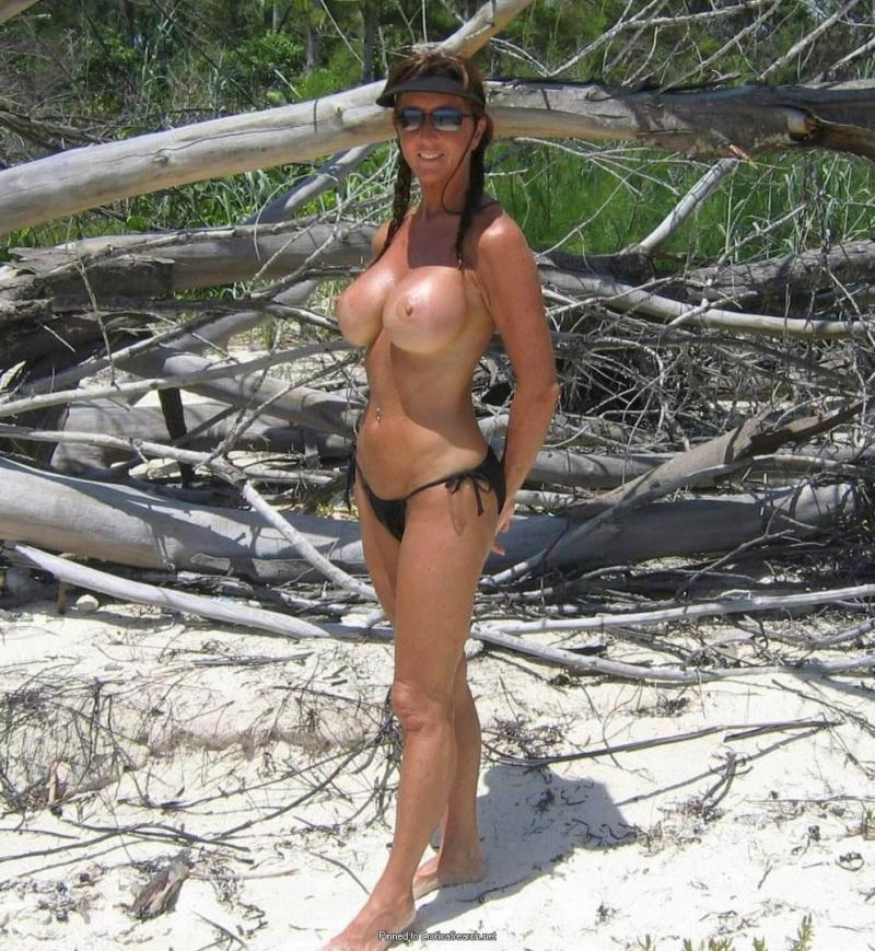 Amatorka toples na plaży