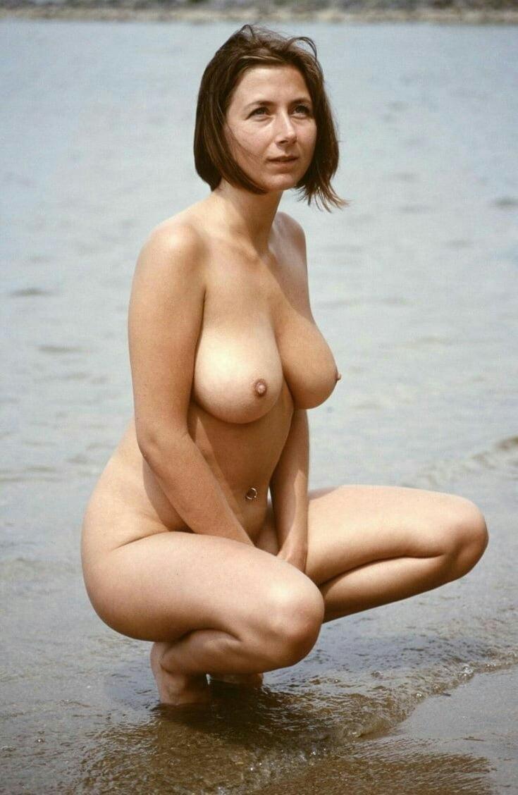 Seksowna mamuśka w wodzie