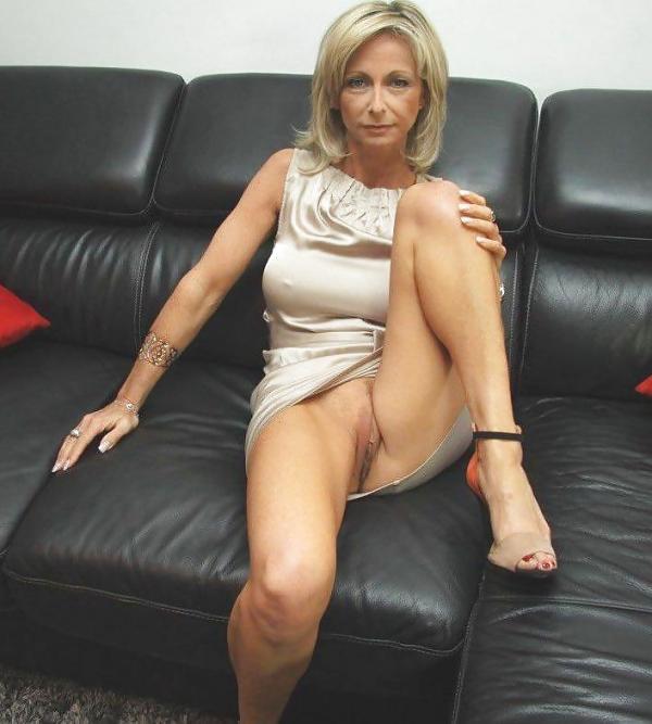 MILFIK na czarnej kanapie