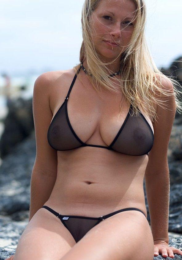 Sexy mama w bikini