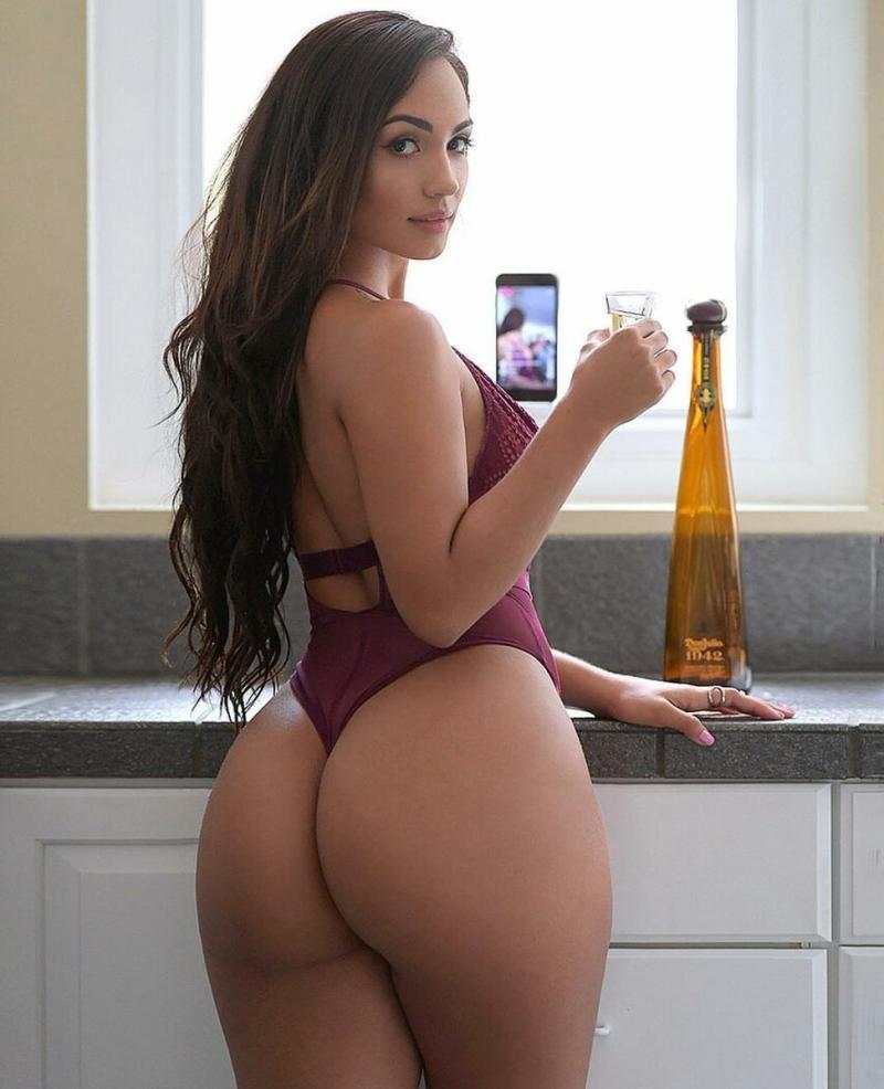 Duża sexy pupa